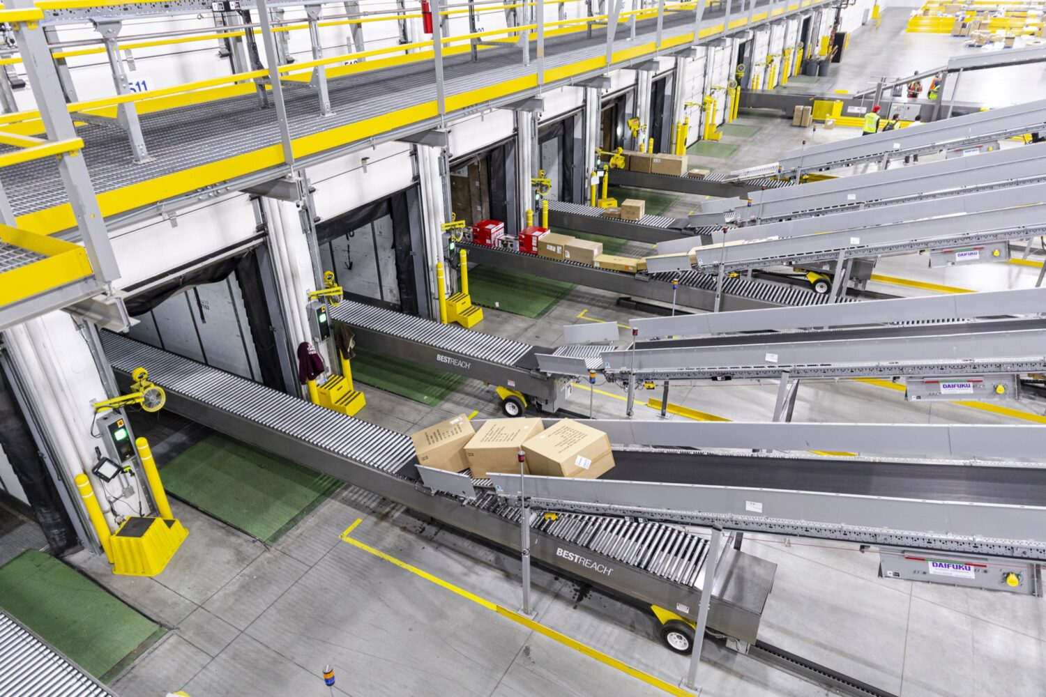 multiple bestreach rigid drive out conveyors in distribution center