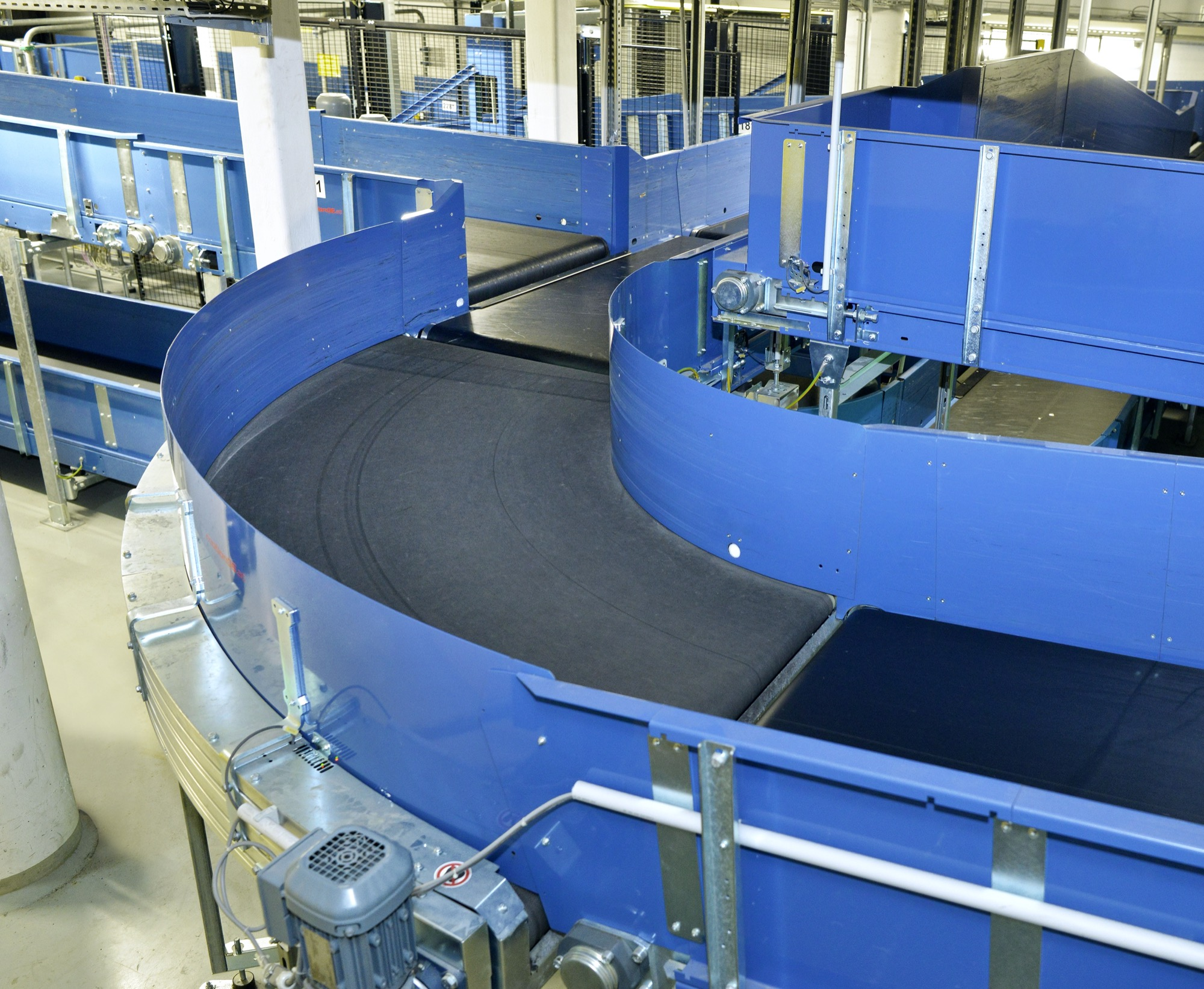 curved belt conveyor airport solution